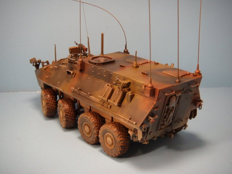 Trumpeter 1//35 USMC LAV-C2 Light Armored Command and Control Vehicle