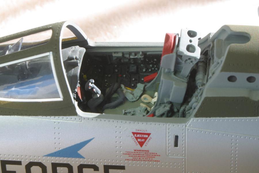 F-105_cockp_e-m.jpg