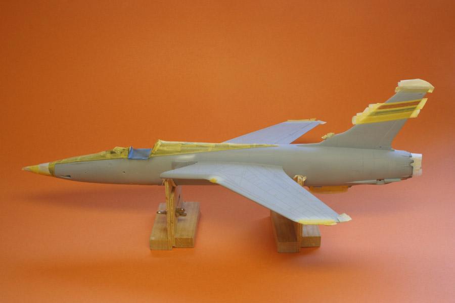 F-105_prim_e-m.jpg
