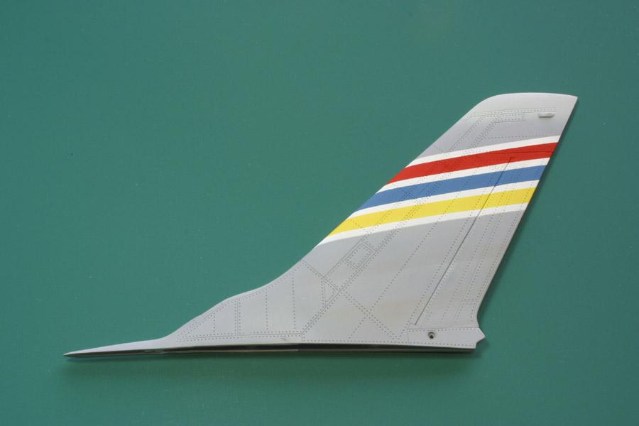 F-105_tail_e-m.jpg