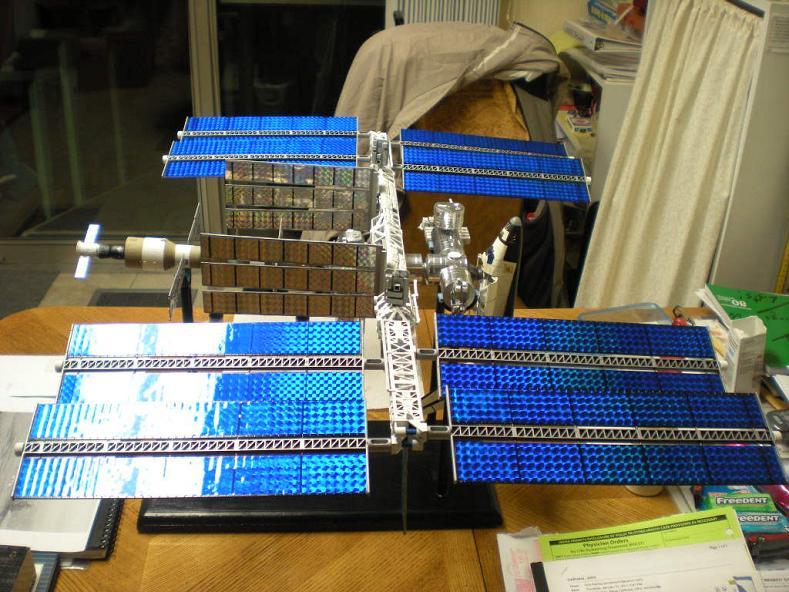 Space-Station-Model-1-144th-Revell-Jan2011-5700_007a.JPG