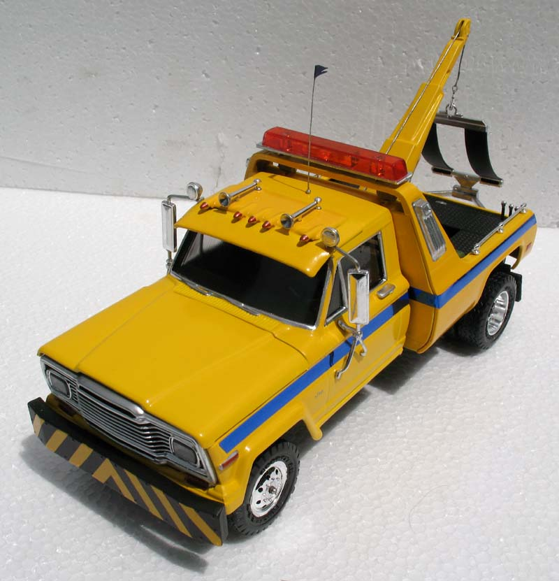 revell_jeep_tow_truck_1.jpg