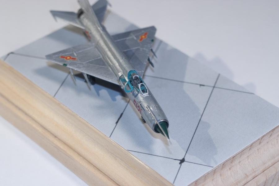 Eduard 1/144 MiG-21MF 08